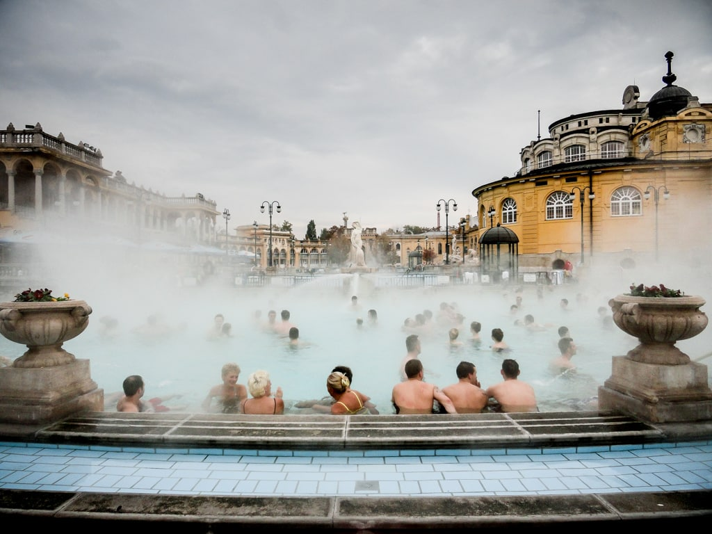 Balneario sz chenyi en budapest viaje al atardecer for Balneario de fortuna precios piscina