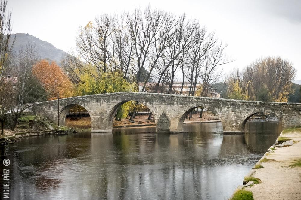 Puente rom nico de navaluenga vila viaje al atardecer for Piscina natural navaluenga