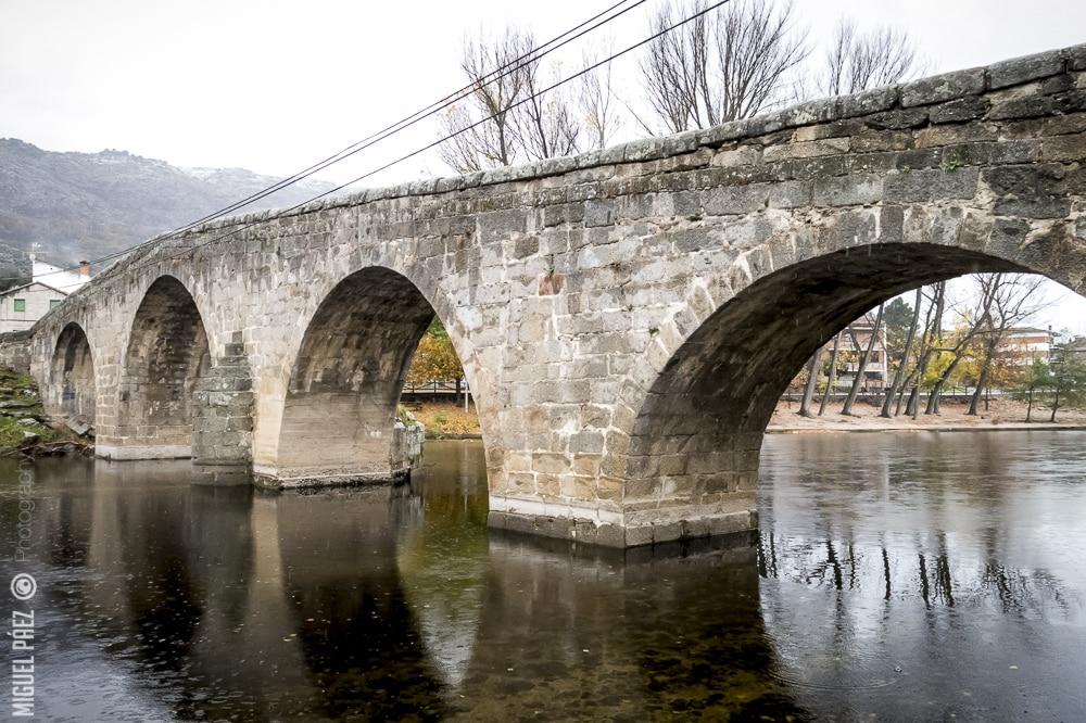 Puente rom nico de navaluenga vila viaje al atardecer for Piscinas naturales navaluenga