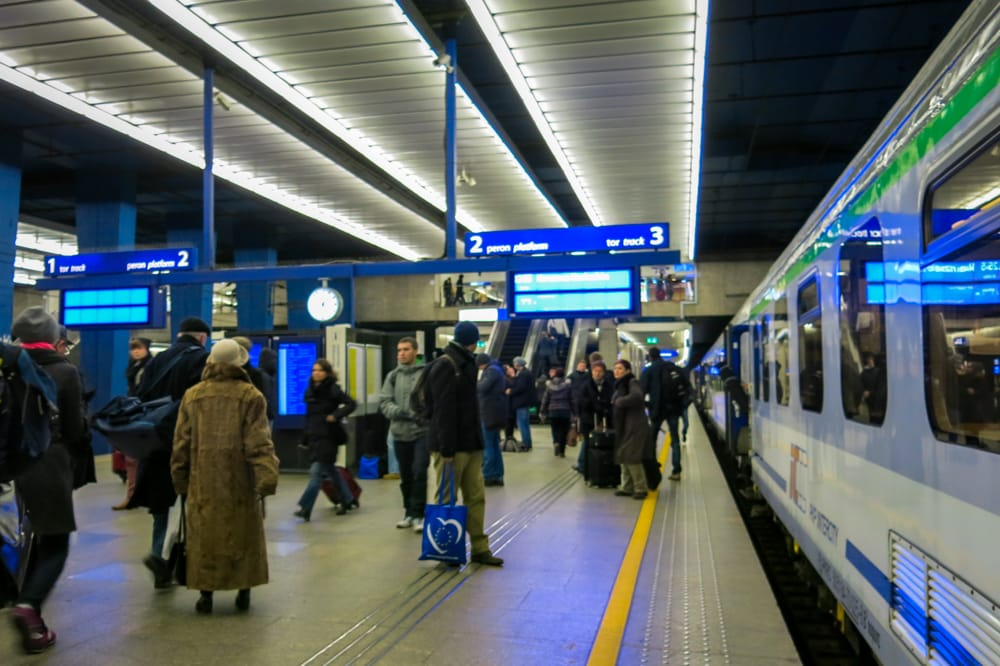 C mo ir en tren desde cracovia a varsovia viaje al atardecer for Oficina turismo polonia