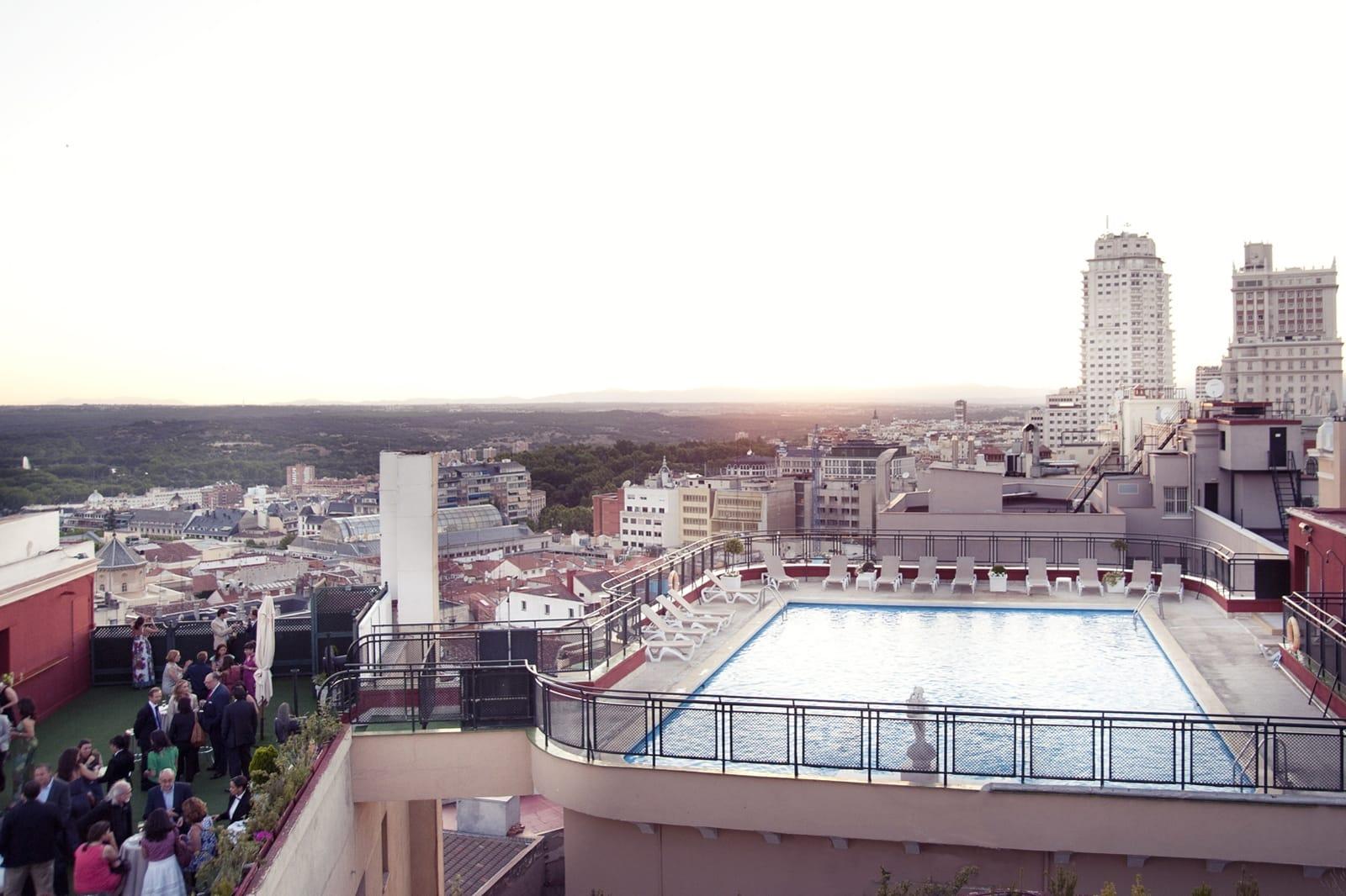 La terraza del hotel emperador viaje al atardecer - Piscina hotel emperador ...